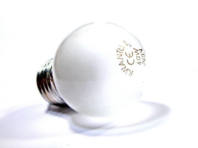 mléčná žárovka s paticí E27