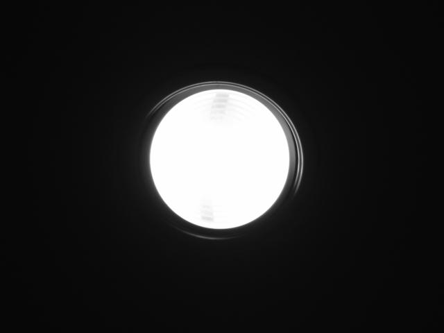 rozsvícený LED halogen